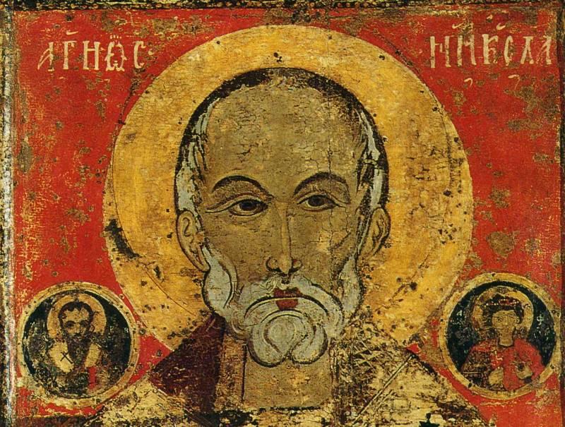 Лик свт. Николая и образы свв.Василия Великого и Феодора вмедальонах