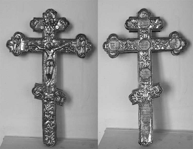 Крест напрестольный–мощевик