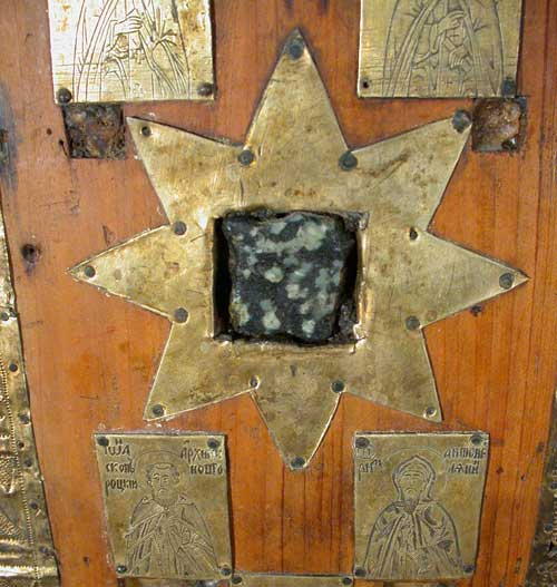 Восьмиконечная звезда с камнем и 2 пластины с изображениями святых