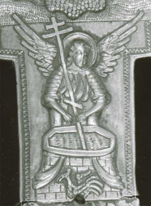Ангел с крестом у кладезя