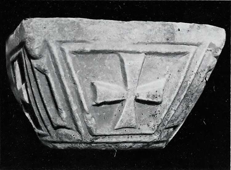 Плита с изображением креста в анхе