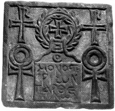 Плита с изображениями крестов и анхов