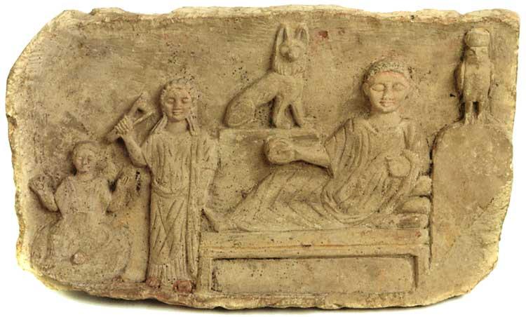 Погребальный рельеф с тремя фигурами