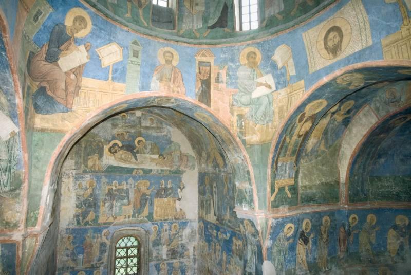 Фрески северо-западного паруса и северной части храма