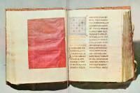Разворот Евангелия с шелковой прокладкой и заглавным листом