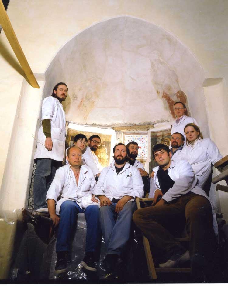 Группа участников реставрационного проекта в храме Эль-Моаллака