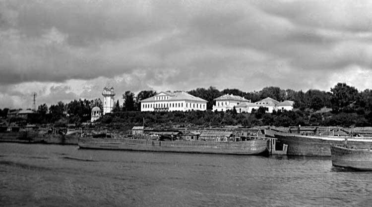 Усадьба Петровское. Вид с ВолгиФотография 1910-хгг
