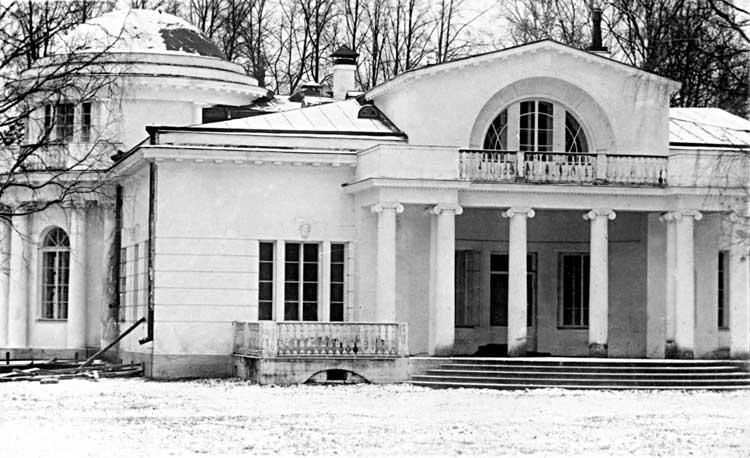 Главный дом усадьбы графов Мусиных-Пушкиных в селе БорисоглебФотография 1930-хгг.