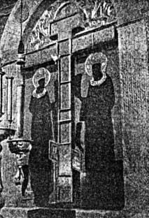 Кийский крест в интерьере храма в Крестном Кий-островском монастыреГравюра из книги XIX в.