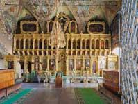 Интерьер церкви во имя преподобного Сергия Радонежского. Вид на иконостасФотография. 2013