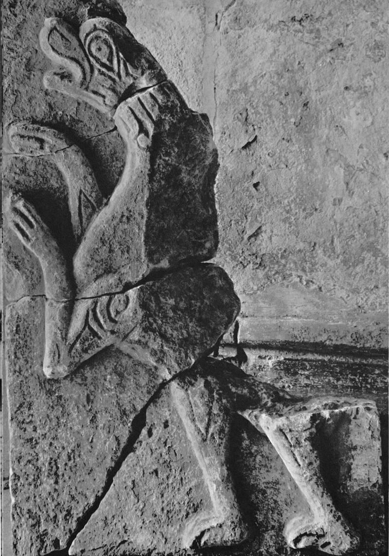 Церковь Покрова на Нерли. Камень с фрагментарным изображением барса (из несохранившейся пристройки к церкви Покрова)